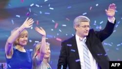 Премьер-министр Канады, лидер консерваторов Стивен Харпер с семьей