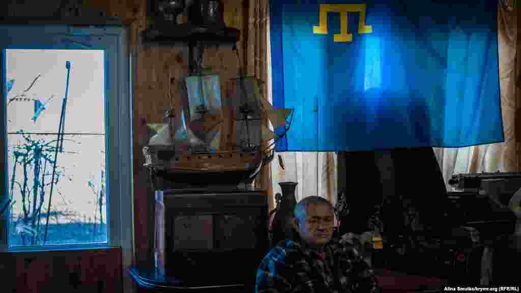 Січень 2019. Будинок-музей кримчанина Ільвера Аметова в Судаку. Кримськотатарський прапор – невід'ємний експонат його колекції, зібраної за останні 20 років