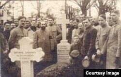 Morminte ale unor prizonier români și ruși la Dänholm-Stralsund (Foto: Expoziția Marele Război, 1914-1918, Muzeul Național de Istorie a României)