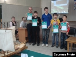 Олег Алмакаев с учениками