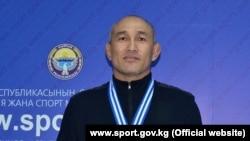 Эркин күрөш боюнча ардагерлер арасында дүйнө чемпиону Чынарбек Изабеков