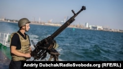 Під час виходу у море та повернення кулеметники займають місця за бойовим розкладом