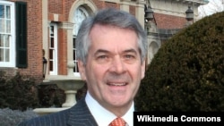 پیتر وستمَکات، سفیر بریتانیا در واشینگن.