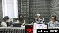 """Участники дискуссии в эфире радио """"Азаттык""""."""