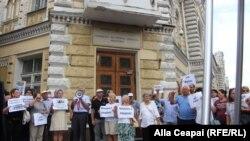 Protest la Chișinău împotriva demolării cafenelei Guguță