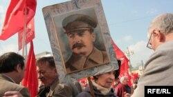 В России и сегодня многие готовы в бой не только за Родину, но и за Сталина
