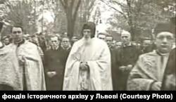 Отець Климентій Шептицький на похороні брата – митрополита Андрея