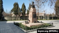Памятник Матросу Кошке на Корабельной стороне Севастополя