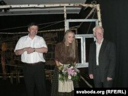 Ян Максімюк, Яанна Стэльмашук і Багдан Глушчак пасьля прэм'еры «Ja j u poli verboju rosła» 29 ліпеня 2011 у Шчытах на Падляшшы.