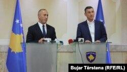 Kryeministri i Kosovës, Ramush Haradinaj dhe kryetari i Kuvendit, Kadri Veseli gjatë një konference të përbashkët për media. Foto nga arkivi
