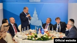 """Kazansummit """"Русия турында миф""""лар дигән темага иртәнге аштан башланып китте"""