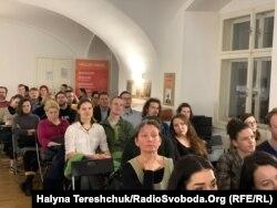 У Бібліотеці імені Вацлава Гавела зібралось багато охочих послухати про Майдан