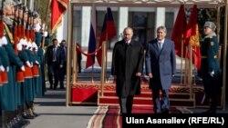 Президент Алмазбек Атамбаев Орусия президенти Владимир Путин. Бишкек, 28-февраль.