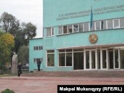 Главный корпус Казахской национальной академии искусств имени Темирбека Жургенова. Алматы, 7 октября 2011 года.