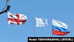 ფოტოარქივი: საქართველოსა და რუსეთის დროშები ორი ქვეყნის სარაგბო ნაკრებების შეხვედრის დროს, 17 მარტი, 2012 წ.