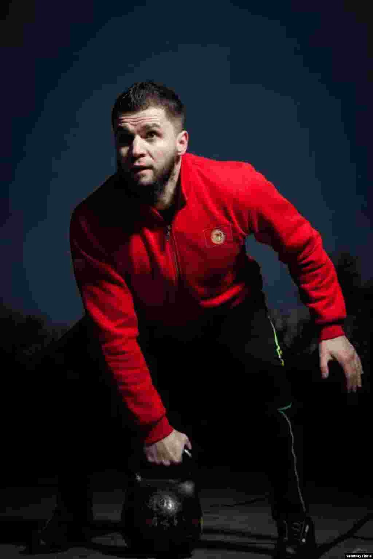 Фитнес-тренер Виталий Тарадин, живет в городе Кара-Балте. Автор Элдияр Топчубаев.