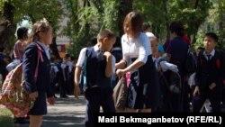 Школьники на улице. Иллюстративное фото.