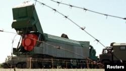 Ракета СС-24 готова к вывозу после изъятия из бункера под Первомайском. 13 августа 1998 года. Украина добровольно отдала ядерное оружие под гарантии безопасности от России и США