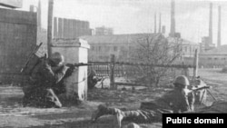 Итальянские войска штурмуют город Сталино, октябрь 1941