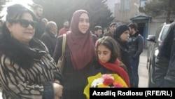 Ailəsi həbsxana qarşısında Rəşad Ramazanovun çıxmasını gözləyir, 17 mart 2019