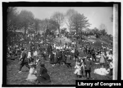 """8. ვაშინგტონის ეროვნულ ზოოპარკში, """"კვერცხის გაგორების"""" ყოველწლიური სააღდგომო ტრადიციის აღსანიშნავად 55000 ადამიანია შეკრებილი."""