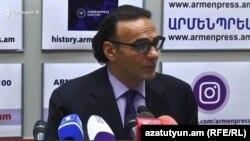 Главный советник премьер-министра Армении Арсен Гаспарян на пресс-конференции, сентябрь 2018 г․