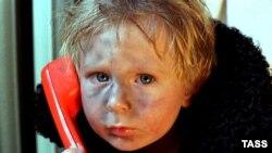 Громкие цифры количества сирот в России настолько затаскали, что обывательское ухо уже не слышит в них ничего ужасного