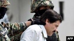 Ель-Чапо у супроводі поліцейських, Мексика, 22 лютого 2014 року