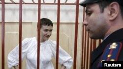 Українська льотчиця Надія Савченко під час засідання Басманного суду. Москва, квітень 2015 року