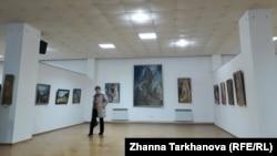 Владикавказский зритель с интересом посещает выставку и охотно отзывается на приглашение совершить путешествие во времени