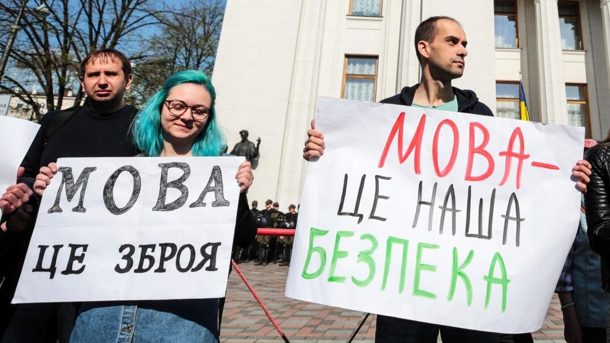 Путин хорошо понимает, что такое «армия, язык, вера» Украины – Павел Казарин