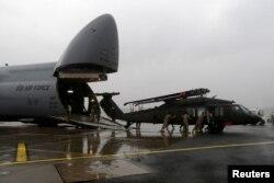 Tabak navodi kako se u Hrvatskom ratnom zrakoplovstvu također ruske transportne helikoptere planira nadomjestiti američkim srednjim transportnim helikopterima 'Black Hawk' (na fotografiji)