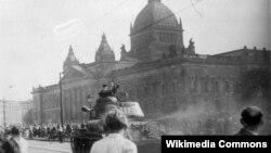 Радянський танк на вулиці Лейпцига, 17 червня 1953 року.
