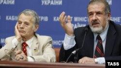 Мустафа Жемилев (сол жақта) және Рефат Чубаров. Киев, 10 шілде 2014 жыл.