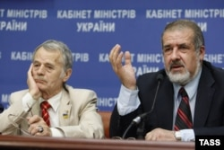 Лидеры крымских татар Мустафа Джемилев (слева) и Рефат Чубаров
