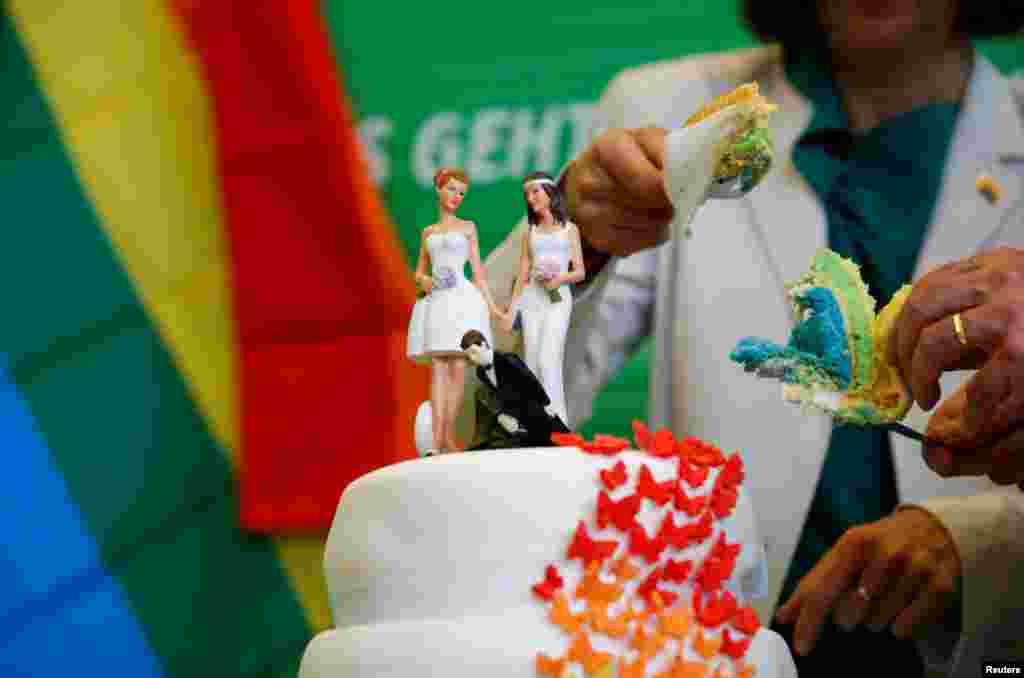 До 1969 года гомосексуальные связи в Германии уголовно преследовались. Регистрировать однополые союзы начали только с 2001 года. К 2017 году таких пар оказалось 34 тысячи