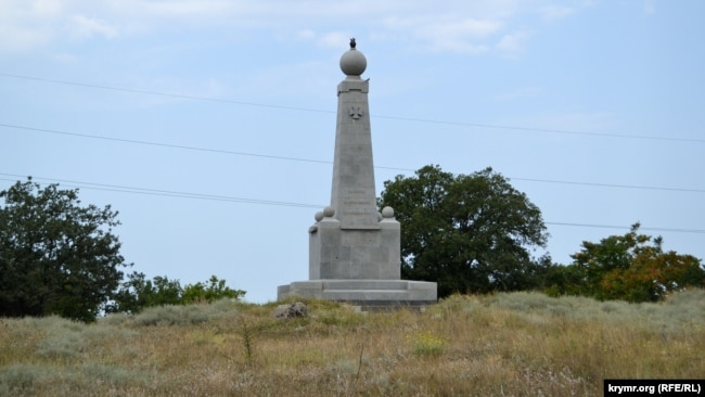 Памятник Инкерманскому сражению зарастает травой