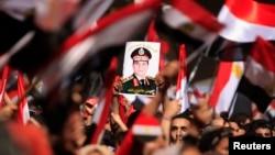 Опоненти Мухаммеда Мурсі святкують оголошення військових про його відсторонення, Каїр, 3 липня 2013 року