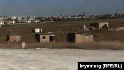 С таких строений начинались многие поселки компактного проживания крымских татар, вернувшихся из депортации