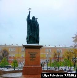 Памятник святителю Гермогену в Александровском саду