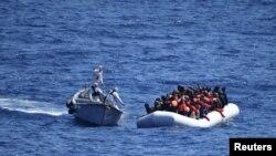 Spašavanje migranata kod italijanske obale
