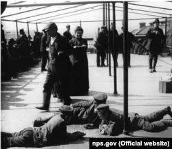Затримання іммігрантів на Острові Елліс