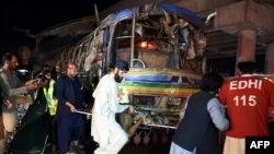 Պակիստան - Փրկարարական աշխատանքները ավտոբուսի պայթյունի վայրում, Քուեթա, 19-ը հոկտեմբերի, 2015թ․