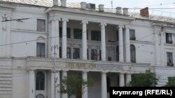 Главный вход в ЦКБ «Черноморец»