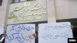 یک عضو انجمن اسلامی دانشگاه امیر کبیر می گوید: ادامه بازداشت علی عزیزی چیزی جز ادامه کینه برخی نهاد نیست.
