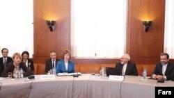 محمد جواد ظریف (نفر دوم از راست) همراه با کاترین اشتون در نشست روز سه شنبه ایران و گروه پنج به علاوه یک در ژنو