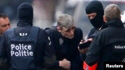 Полиция Брюссельдегі Схарбек ауданында арнайы операция өтізіп жатыр. Бельгия, 25 наурыз 2016 жыл.