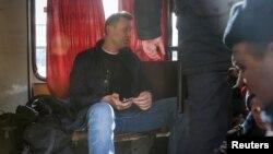 Опозиціонер Олексій Навальний в поліцейському автобусі після затримання на мітингу в Москві, 26 березня 2017 року