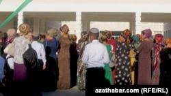 Средняя школа в Ашхабаде (Иллюстративное фото)
