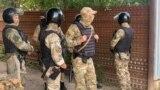 Rusiye quvetçileri qırımlılarnıñ evlerini tintti, altı kişi tutuldı (video)